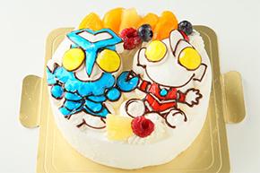 立体の生クリームデコレーションケーキ