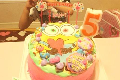 【ありがとうの声】カラフルなキャラケーキで華やかな誕生日祝いに