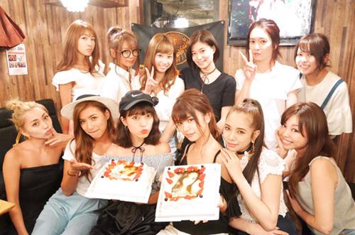 人気モデル♡郡司英里沙さん&土屋美穂さんの誕生日をケーキでお祝い