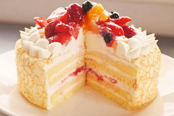 やわらか生地にたっぷりフルーツ☆クレープケーキ 5号の画像3枚目