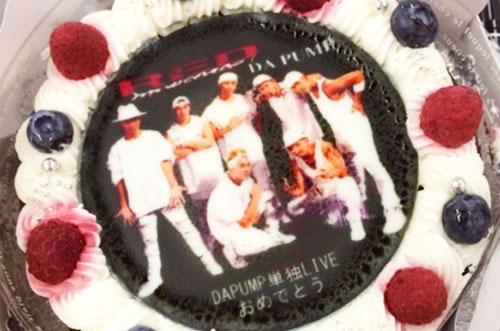 DA PUMPさんの5年ぶりの単独ライブにファンから写真ケーキ♡