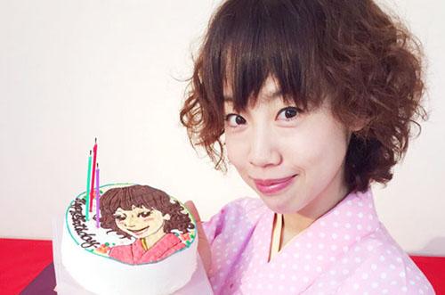女流落語家・春風亭ぴっかり☆さんにイラストケーキのサプライズ