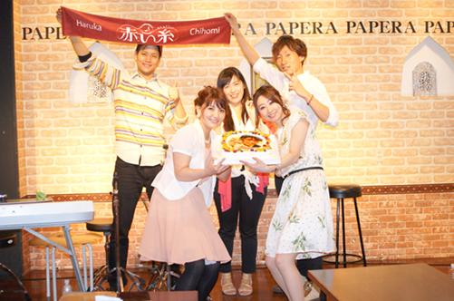ユニット『赤い糸』中川千穂美さんの誕生日を写真ケーキでお祝い♡