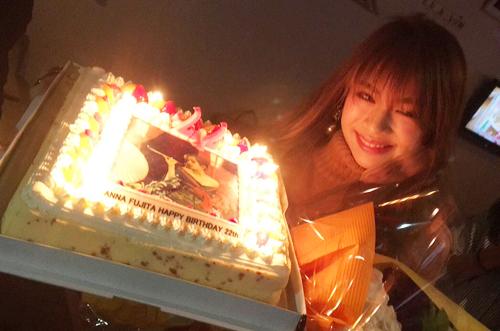 【人気モデル】藤田杏奈さんの誕生日会にフォトケーキが登場♡