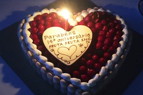 【株式会社フルッタフルッタさま】特大ケーキで創立14周年祝い!