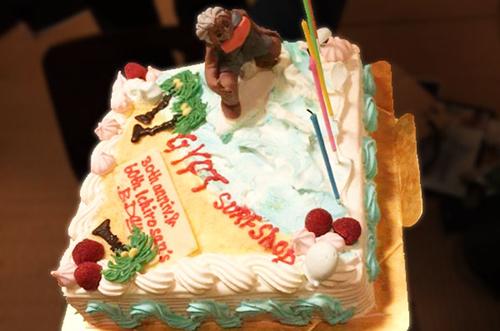 【ジプトサーフショップさま】パーティーケーキで特別な30周年祝い