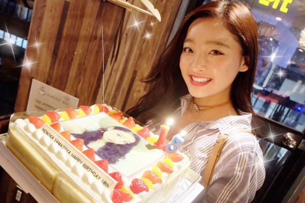 人気モデル・大和屋穂香さんバースデーにフォトケーキのサプライズ♡