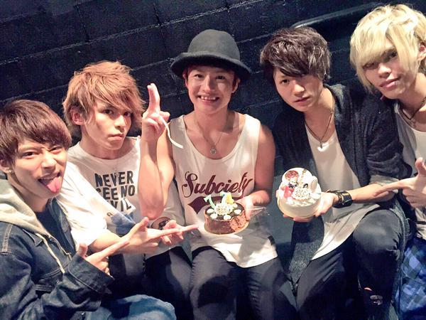 「THE774'sGONBEE」メンバー生誕祭ライブで似顔絵ケーキに感動!