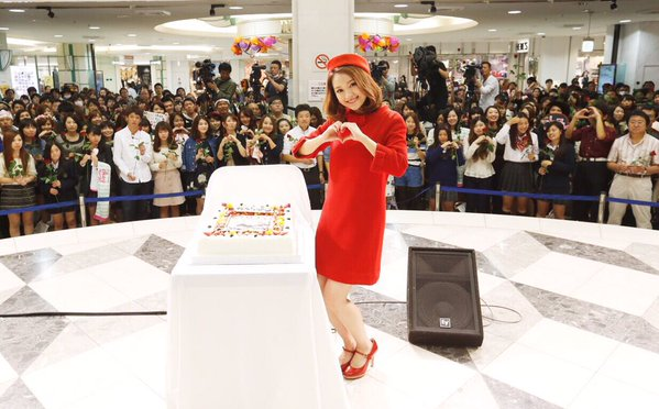 人気歌手chayさん♡新曲リリイベのサプライズ写真ケーキが豪華!