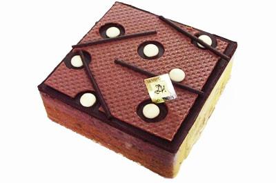 贈る相手に合うデコレーションのチョコレートケーキを選ぼう♪