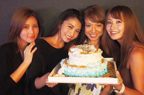 人気モデル・安部ニコルさんが親友に特別なケーキで誕生日祝い♡