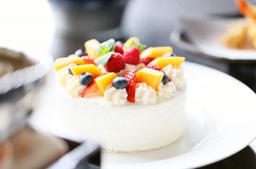 【汐留×創作和食】日本料理なだ万のホールケーキ付き誕生日プラン