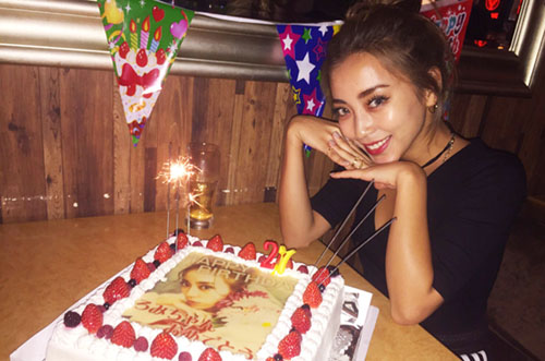 「S Cawaii!」専属モデル・細井宏美さんバースデーに写真ケーキ♡