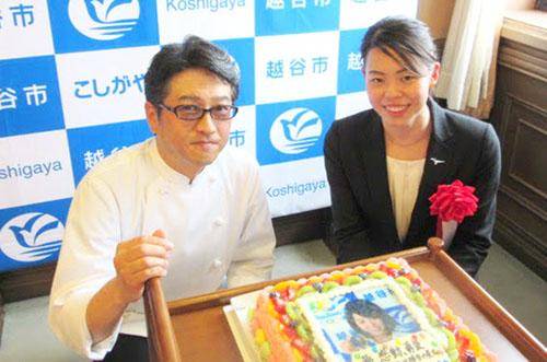 サンタアンジェラがリオ五輪競泳代表・星選手を写真ケーキで激励!