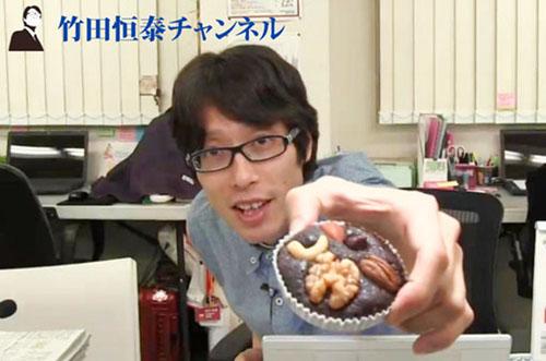竹田恒泰さんが『竹田恒泰チャンネル』でこだわりスイーツ2種に舌鼓