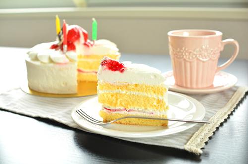 【ケーキトリビア】バースデーケーキのルーツ&由来とは?