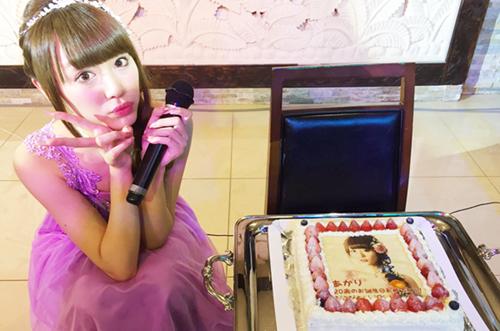 可愛すぎるアイドル・山田朱莉さんバースデーを写真ケーキでお祝い♡