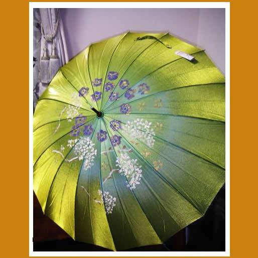 レデイース/玉虫16本手開き緑の傘【誕生日 バースデー ギフト 贈り物 プレゼント 雨具】の画像1枚目