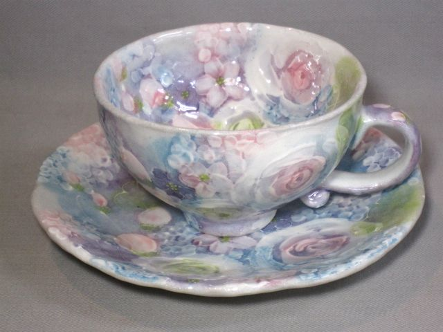 【ゆずりは工房】 彩ばら花紋 コーヒーカップ【誕生日 バースデー ギフト 贈り物 プレゼント お祝い 焼き物 食器】の画像1枚目