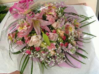 おすすめ花束 ピンク系【花 フラワーギフト プレゼント お祝い 誕生日 贈り物】の画像1枚目