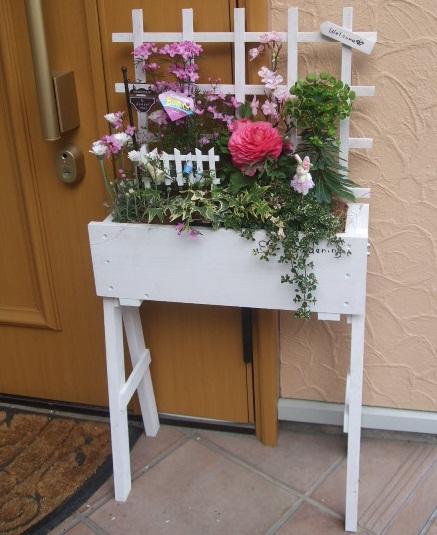 木製スタンドボックス寄せ植えセット【花 フラワーギフト プレゼント お祝い 誕生日 贈り物】の画像1枚目