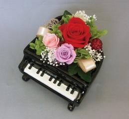 ブリザーブドフラワーグランドピアノ レッドローズ【花 フラワーギフト プレゼント お祝い 誕生日 贈り物】【花・ガーデン・DIY > フラワー】記念日向けギフトの通販サイト「バースデープレス」