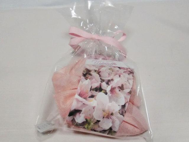 シュシュ薄桃【誕生日 バースデー ギフト 贈り物 プレゼント お祝い 桃の花 和】の画像3枚目