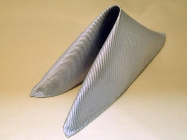 シルク100%日本製 綾織無地ポケットチーフ シルバー::1207【メンズファッション】記念日向けギフトの通販サイト「バースデープレス」