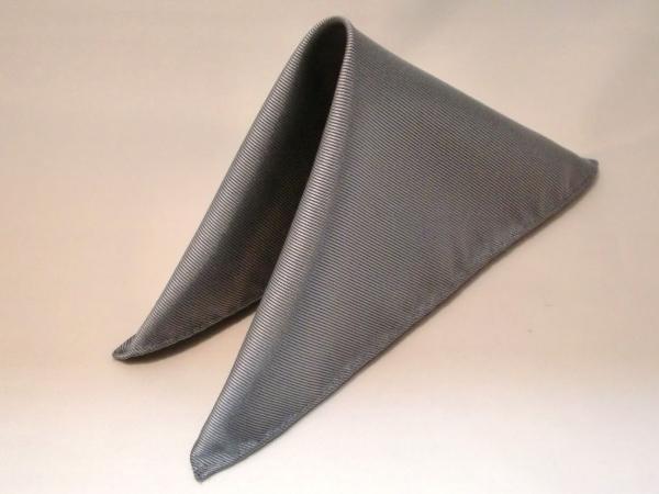 シルク100%日本製 綾織無地ポケットチーフ ライトグレー::1207【メンズファッション】記念日向けギフトの通販サイト「バースデープレス」