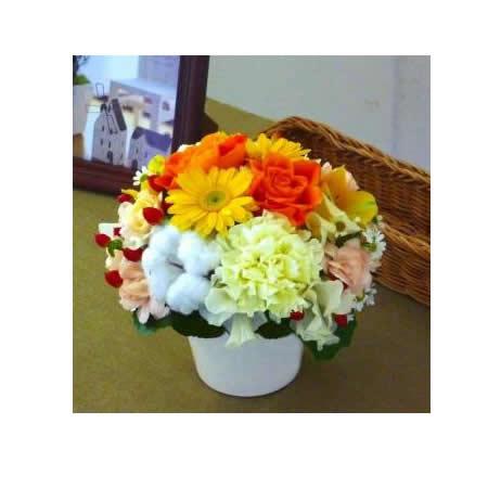 【送料無料】スタッフお任せ☆フラワーアレンジメント【ラウンド イエロー/オレンジ系 S】【花 アレンジメント フラワーギフト プレゼント お祝い 誕生日 贈り物】の画像1枚目