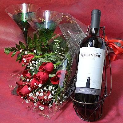 イタリアワインと10本のバラの花束【花 フラワーギフト プレゼント お祝い 誕生日 贈り物 薔薇 ワイン アルコール】の画像1枚目