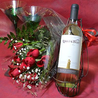 イタリアワインと10本のバラの花束【花 フラワーギフト プレゼント お祝い 誕生日 贈り物 薔薇 ワイン アルコール】の画像2枚目
