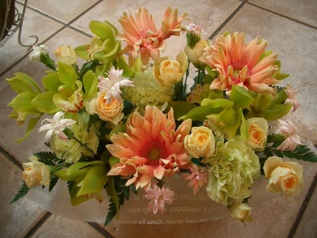 フラワーアレンジメント おまかせ【花 フラワー 誕生日 バースデー プレゼント 贈り物 ギフト お祝い】の画像3枚目