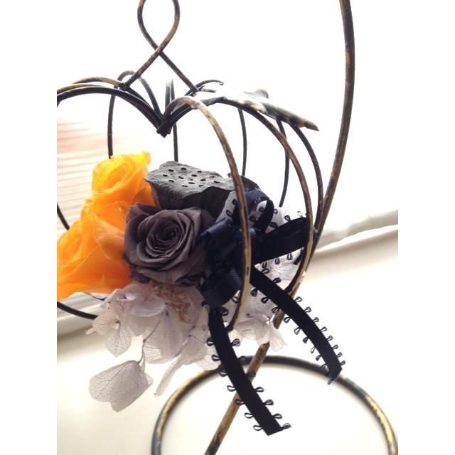 ハロウィンアレンジメント【アレンジメント ハロウィン 花 フラワー 誕生日 バースデー プレゼント 贈り物 ギフト お祝い】の画像3枚目