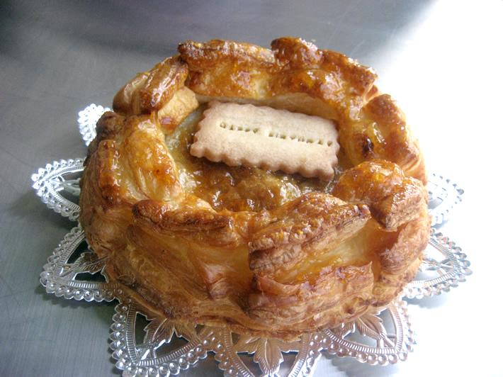 アップルパイ ホール6号(直径18cm)【りんご ケーキ スイーツ 誕生日 バースデー プレゼント 贈り物 ギフト お祝い】