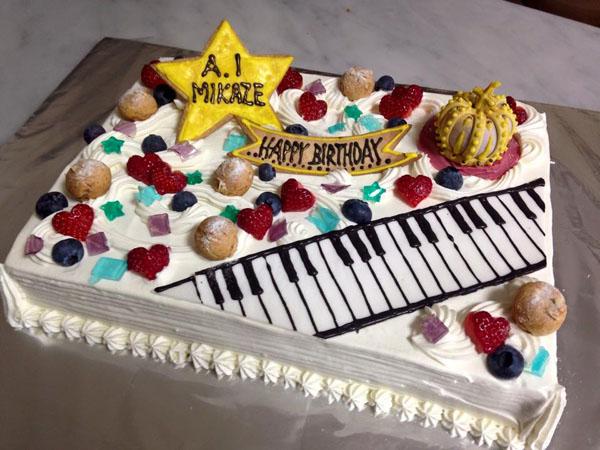 【東京 横浜市、みなとみらい近辺配送】【送料無料】【パーティ用 ウエディング用ケーキの生ケーキを宅配】【40×60cm】グランドピアノの画像9枚目
