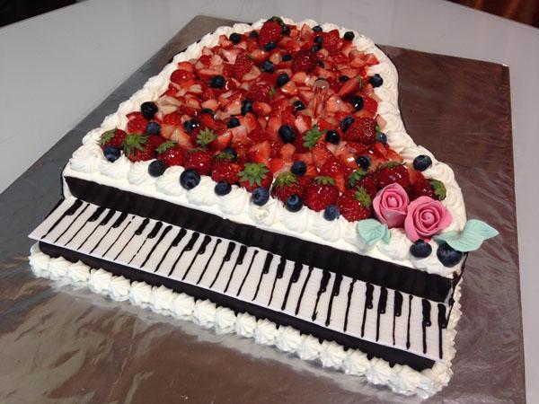 【東京 横浜市、みなとみらい近辺配送】【送料無料】【パーティ用 ウエディング用ケーキの生ケーキを宅配】【40×60cm】グランドピアノの画像10枚目