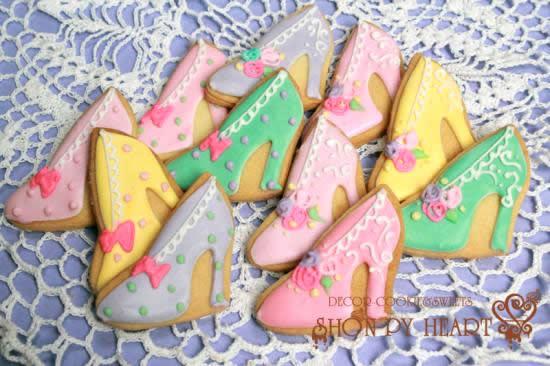 ハイヒールクッキー【アイシング クッキー デコ かわいい 焼き菓子 誕生日 バースデー プレゼント 贈り物 ギフト お祝い】の画像1枚目