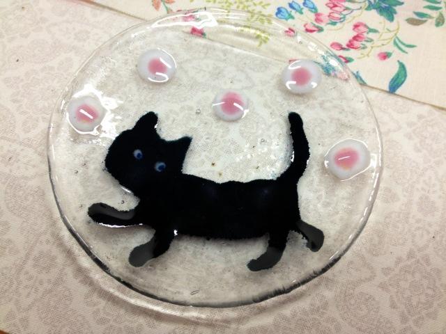 ソラにゃん小皿 ドット【ネコ 猫 ガラス 誕生日 バースデー プレゼント 贈り物 ギフト お祝い】の画像1枚目