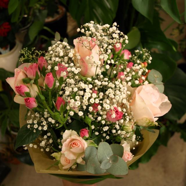 かわいいブーケ風花束【生花 フラワー 誕生日 記念日 バースデー プレゼント ギフト 贈答 贈り物】