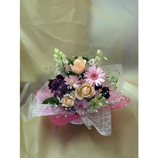 季節の花の生花アレンジメント【生花 フラワー 誕生日 記念日 バースデー プレゼント ギフト 贈答 贈り物】