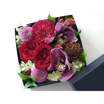 ボックスアレンジ【レッド】【花 フラワー 誕生日 バースデー プレゼント 贈り物 ギフト お祝い】の画像1枚目