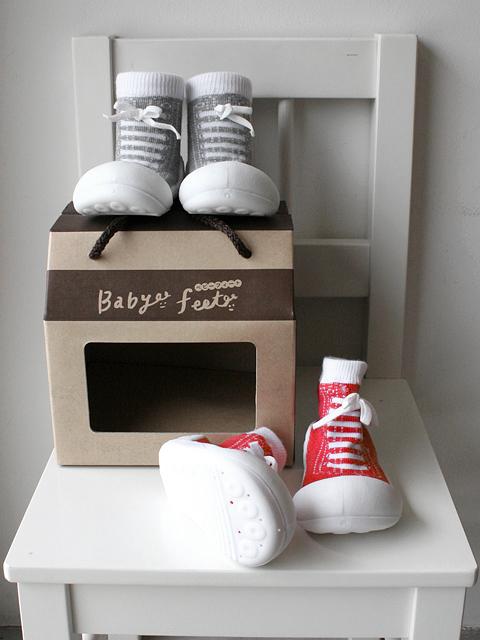 赤ちゃんのよちよち歩きをサポート!生体力学に基づき作られたベビートレーニングシューズ【ベビーフィート スニーカーズ《6~24ヶ月》】::1759【バッグ・小物・ブランド雑貨】記念日向けギフトの通販サイト「バースデープレス」