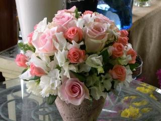 上品な薔薇のドームアレンジ!【バラ 花 花束 ブーケ フラワーアレンジメント 贈り物 ギフト バースデー 誕生日 お祝い】【花・ガーデン・DIY > フラワー】記念日向けギフトの通販サイト「バースデープレス」