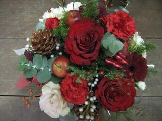 クリスマスのアレンジ【アレンジメント 花 フラワーギフト お祝い 贈り物】【花・ガーデン・DIY > フラワー】記念日向けギフトの通販サイト「バースデープレス」