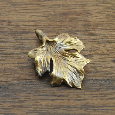 葡萄の葉『ペンダントヘッド 真鍮』Leaf:PH-40::1807【バッグ・小物・ブランド雑貨】記念日向けギフトの通販サイト「バースデープレス」