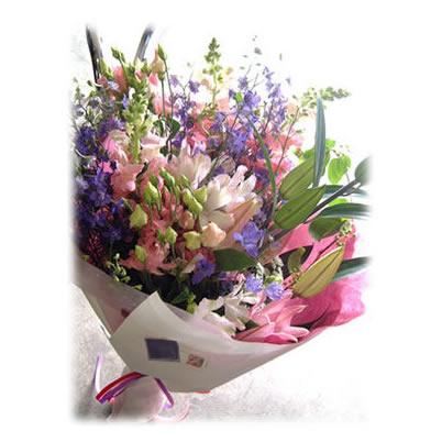 Bouquet01【花 花束 ブーケ 贈り物 ギフト 誕生日 お見舞い 快気祝い 卒業 就業祝い カップルでお祝い 送別 退職祝い】