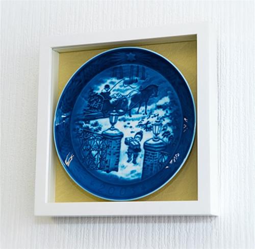 ロイヤルコペンハーゲンイヤープレート専用フレーム(バックカラー/ベージュ)::1996【ジュエリー・アクセサリー】記念日向けギフトの通販サイト「バースデープレス」