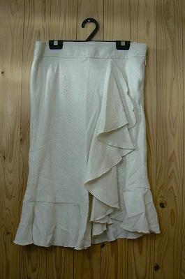お買い得商品わけありLUCCICAミディアムフレアースカートアイボリー&シルバーストライプ柄W64cmサイズ中古::2540【バッグ・小物・ブランド雑貨】記念日向けギフトの通販サイト「バースデープレス」
