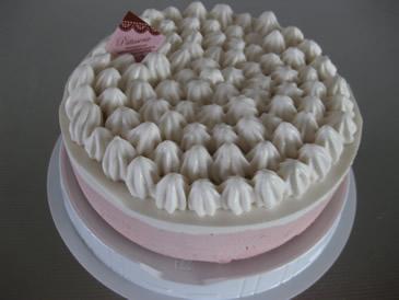 お子さんに大人気 いちごみるくのケーキ5号(アレルギー対応)デコレーションセット付き